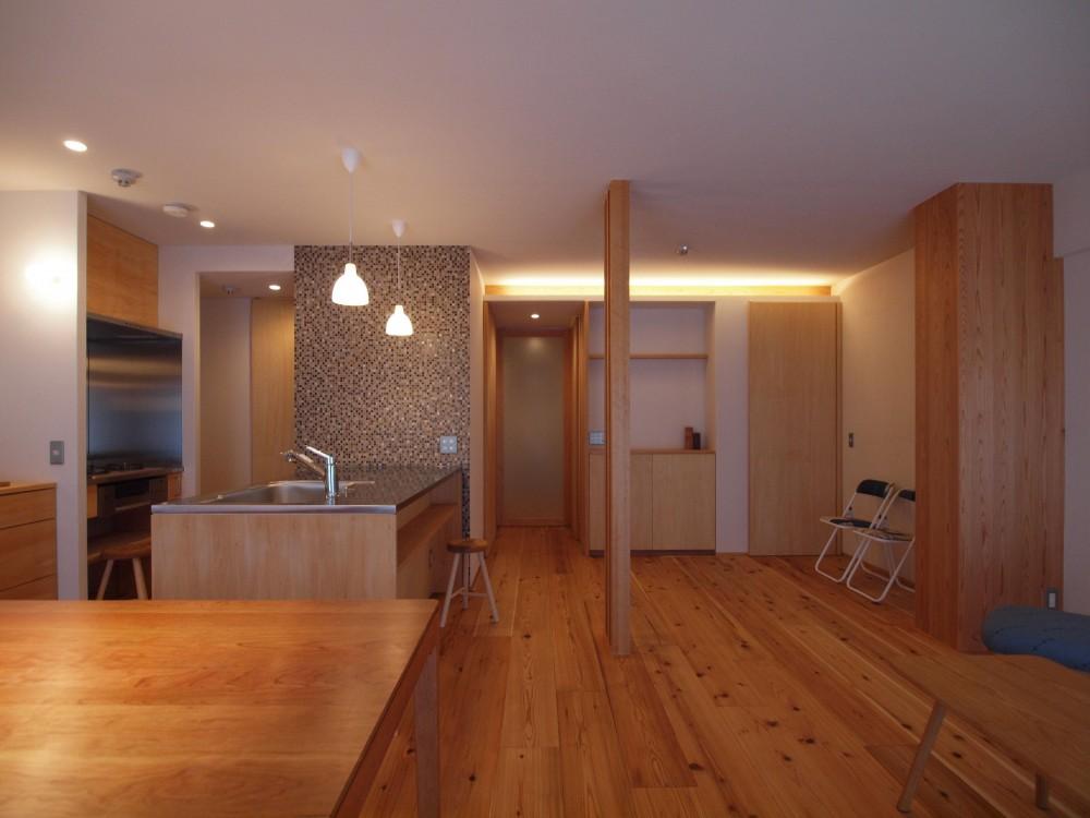 大きな土間収納がある自然素材リノベーション (LDK+就寝スペースのあるワンルーム空間)