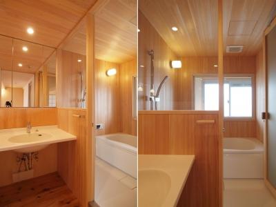 □さわら材+ハーフユニットを用いた木の浴室□ (引き込み障子と小上がり畳の可変性を持たせたリノベーション)