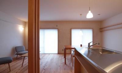 大きな土間収納がある自然素材リノベーション (内窓+断熱ブラインドで熱の損失を抑制)