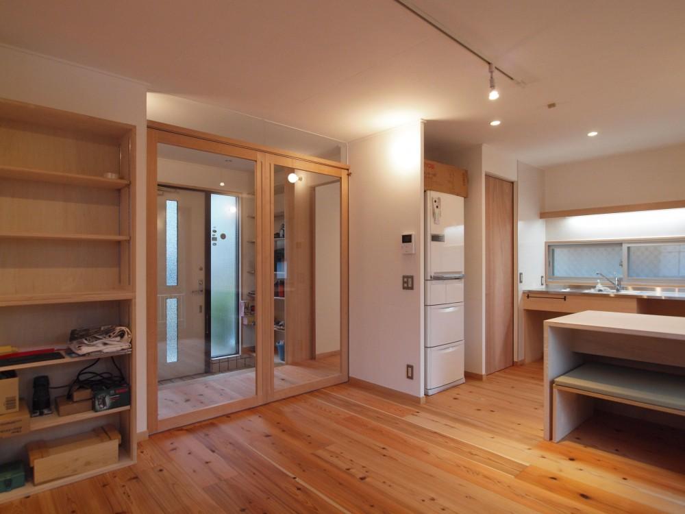 DIYを愉しむワークスペースのある戸建てリフォーム (大きな開口を確保する両引込み戸)