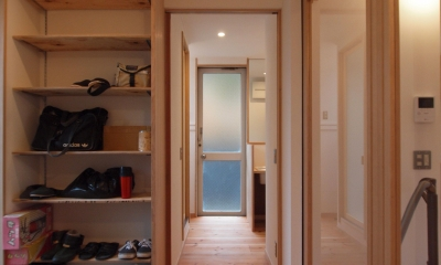 DIYを愉しむワークスペースのある戸建てリフォーム (引込み戸を用い、凹凸のない空間となるように意識)