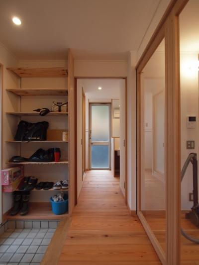 引込み戸を用い、凹凸のない空間となるように意識 (DIYを愉しむワークスペースのある戸建てリフォーム)