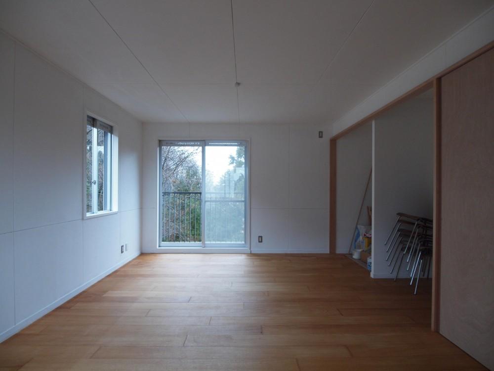 DIYを愉しむワークスペースのある戸建てリフォーム (ラワン合板フローリングとした多目的空間)