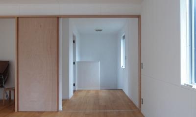 DIYを愉しむワークスペースのある戸建てリフォーム (一体的になるホール空間)