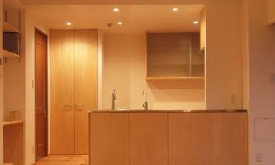 吊り戸を撤去し、開放的なキッチンに|杉床と広々とした造作キッチンのある部分リフォーム