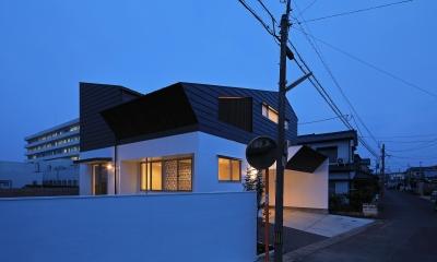小松の家~シンプルモダンの家~ (南側外観(夕景))