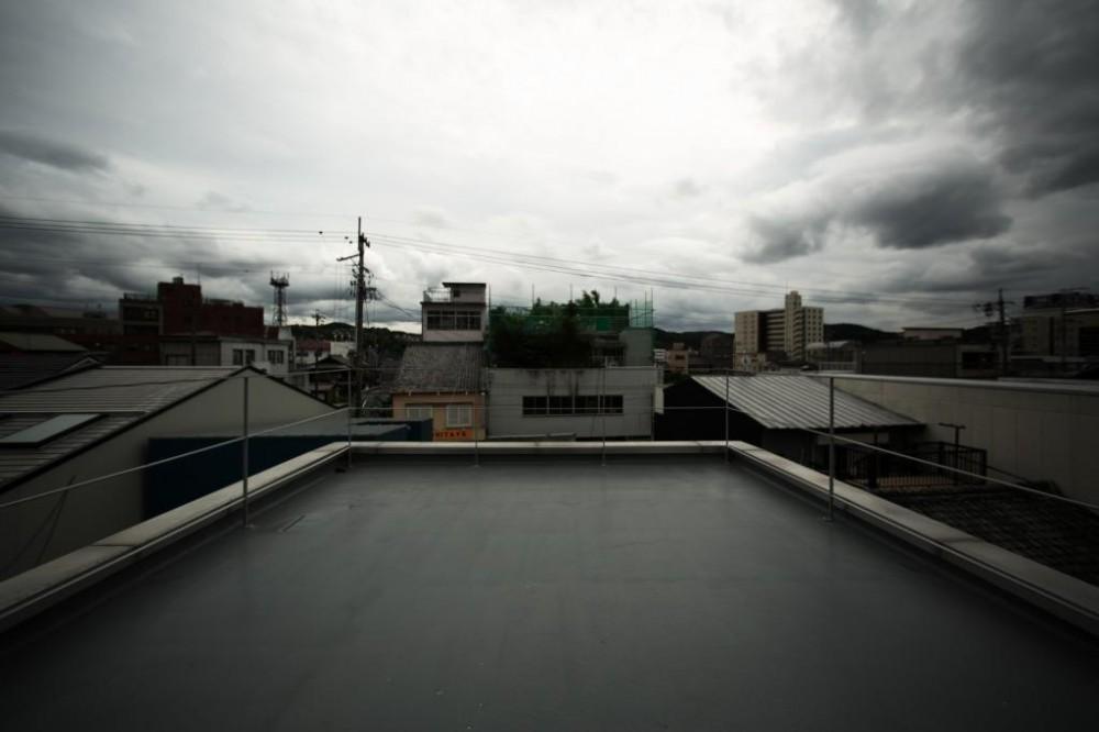 シャッター商店街に住む。 (どう使う?雲にちかい180度ビューなテラス)