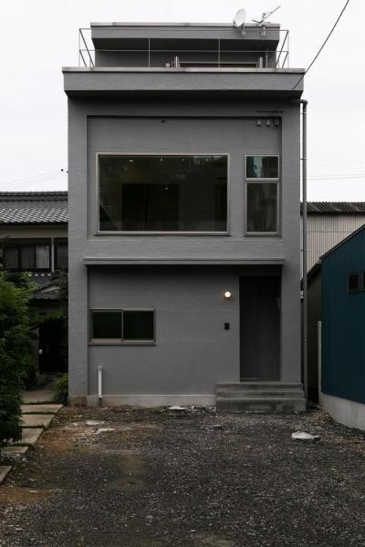 大きな窓のある家 (シャッター商店街に住む。)