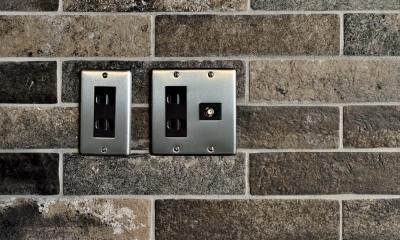 レンガ調壁&スイッチプレート|棚も床も家具もエイジング素材。重厚な渋みのNYブルックリンスタイル空間