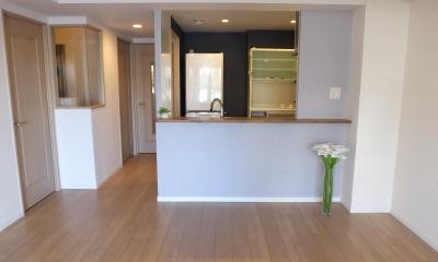 対面キッチンを、もっともっと開放的に、明るく、広々と。 (大開口の対面式カウンターキッチンのリビングダイニング)