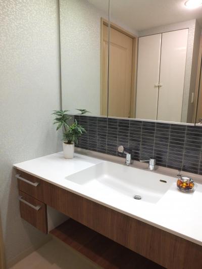お友達が来た時に見せて、格好いい洗面化粧台 (対面キッチンを、もっともっと開放的に、明るく、広々と。)