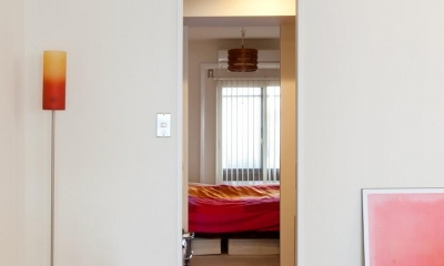 ウォークスルークロゼット~寝室|今と将来のライフスタイルを見つめて、センスと質を大切にしたコスパに満足のリノベーション。
