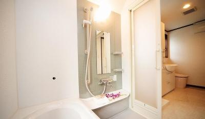 自分流セカンドライフのために「らしさ」を活かした終の棲家 (バリアフリー設計となっているバス・トイレ・洗面スペース)