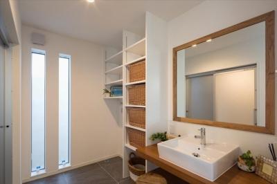 洗面脱衣室 (子供たちの元気な声が響く のびのび成長できる家)