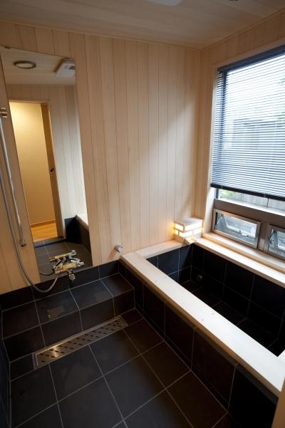 造作浴室 (和風旅館を思わせる家)