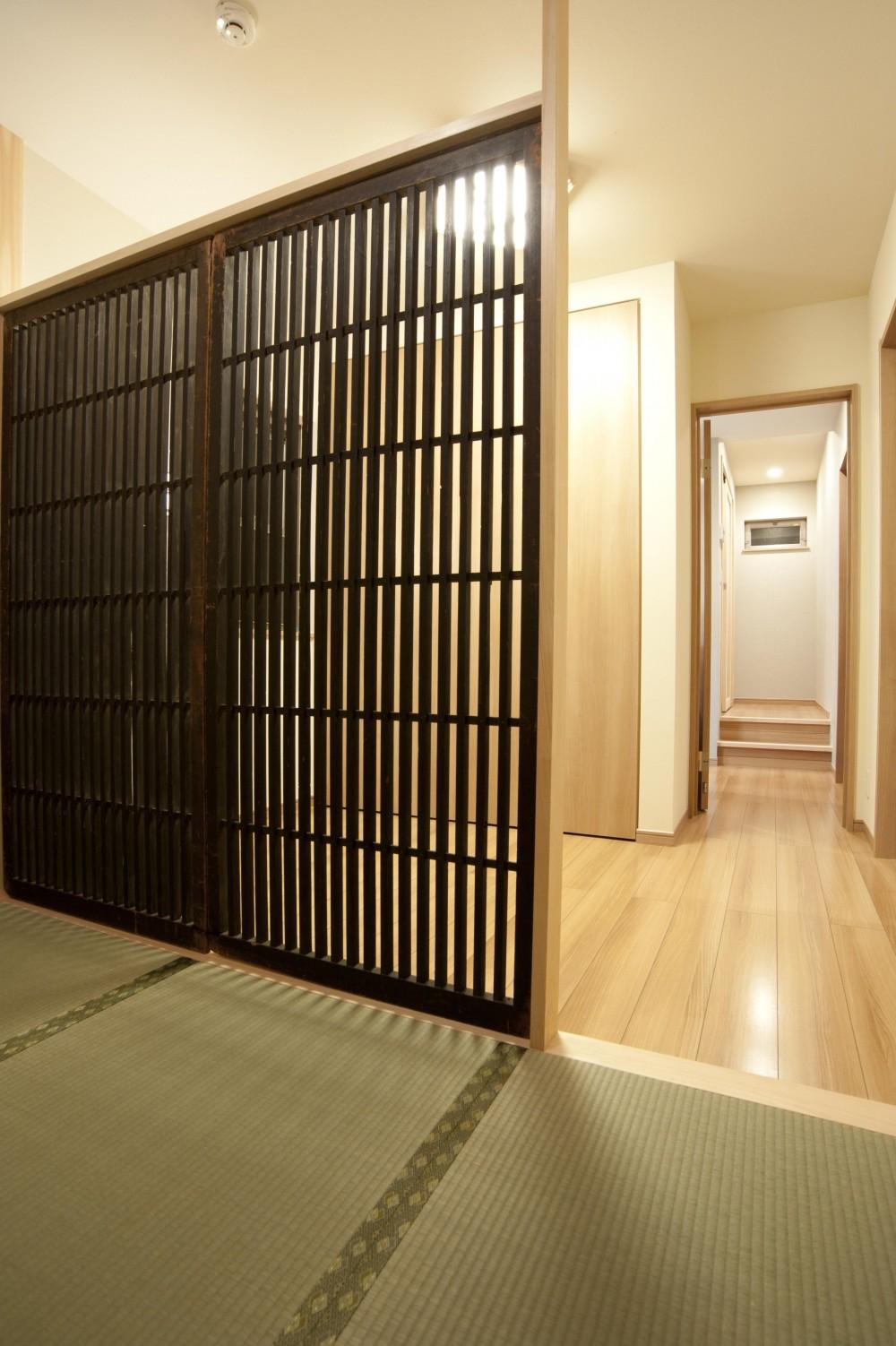 和風旅館を思わせる家 (木製建具)