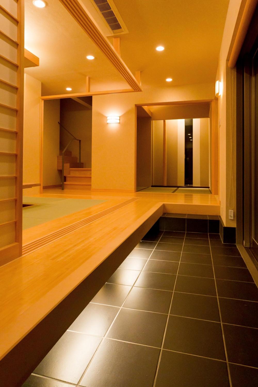 和風旅館を思わせる家 (玄関)