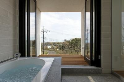 眺望のいい浴室 (那須の家)