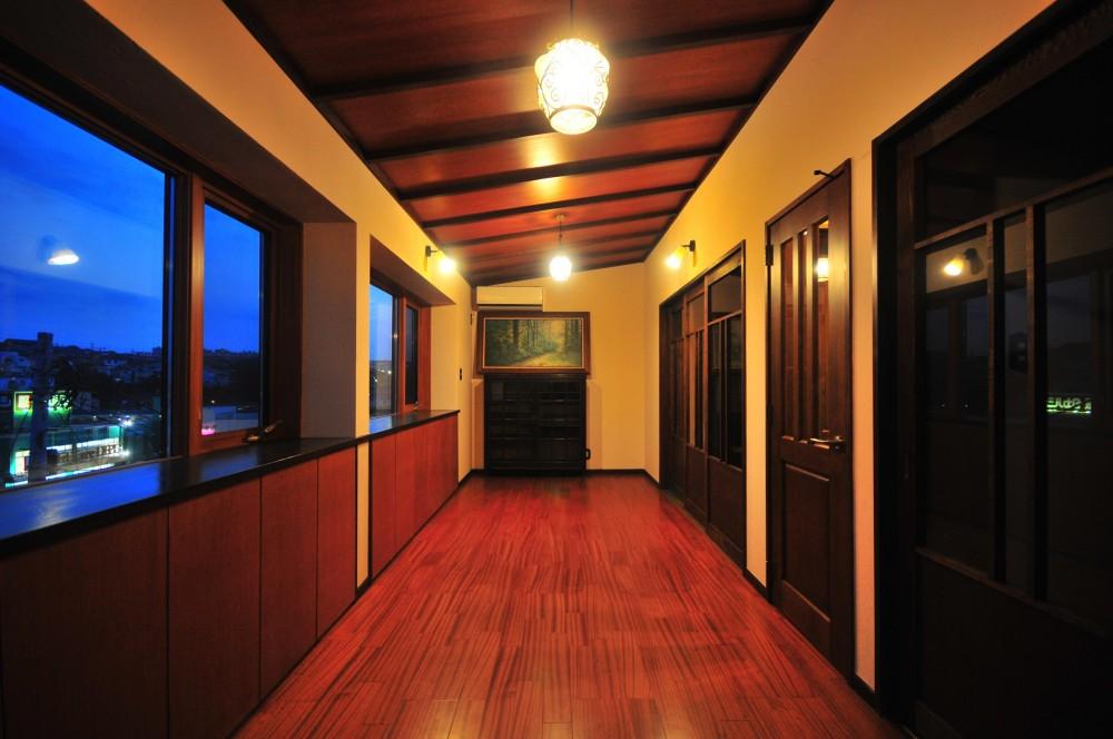 丘の上のアンティーク家具に囲まれたクラシカルの家 (フリースペース)