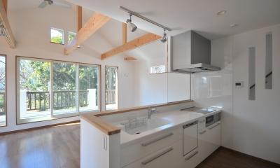 キッチン|大きなウッドデッキのある家