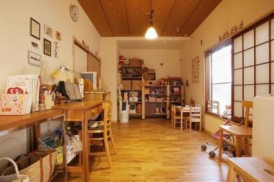 家事室兼プレイルーム (手づくりの家具で、自分流)