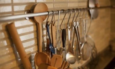 手づくりの家具で、自分流 (キッチン収納)