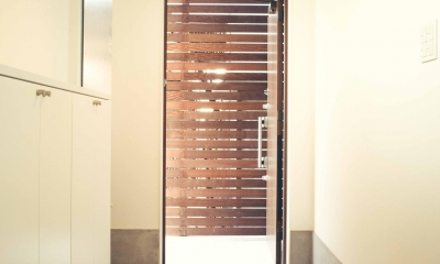 広い玄関内は気持ちが良い 2|世田谷区 桜 NAVY HOUSE 1