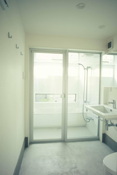 フォーインワン(ランドリー、トイレ、洗面、バス)は使い易い (世田谷区 桜 NAVY HOUSE 1)