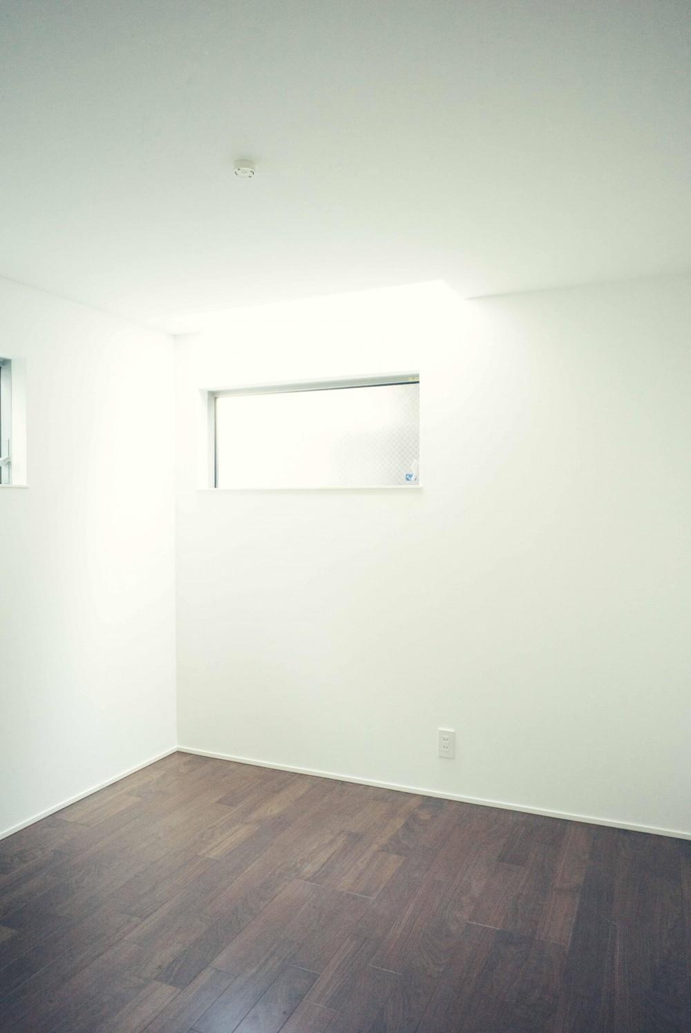 世田谷区 桜丘 NAVY HOUSE 2 (気持ち良い天窓が有る子供部屋)