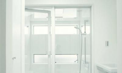 天窓が有るバスルーム|世田谷区 桜丘 NAVY HOUSE 2
