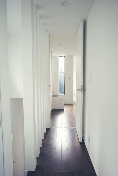 気持ち良い廊下 (世田谷区 桜丘 NAVY HOUSE 2)