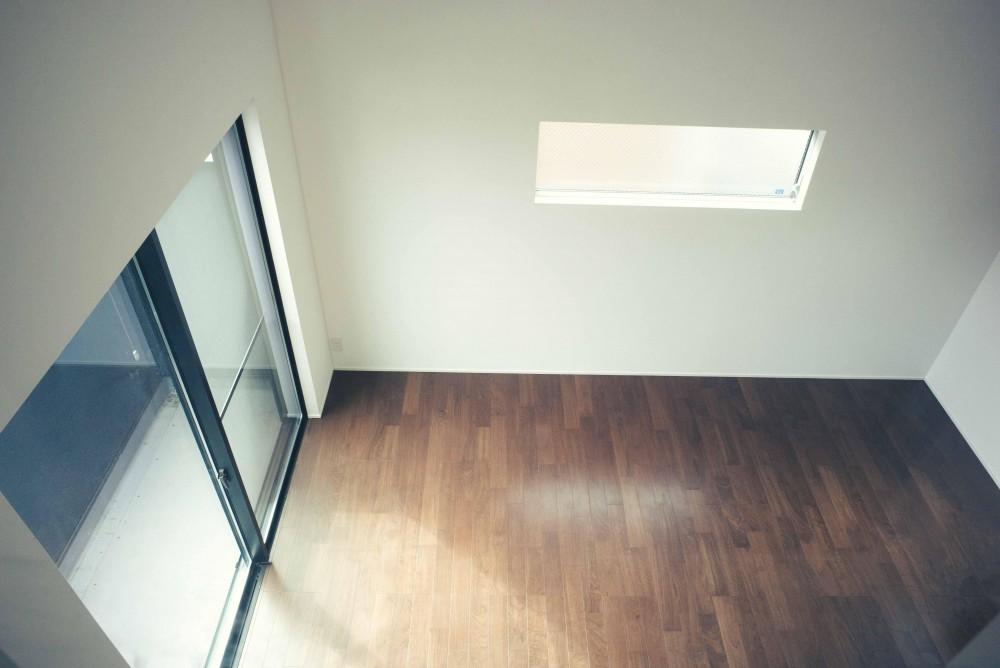 世田谷区 桜丘 NAVY HOUSE 2 (ロフトの小窓から見下ろすリビング)