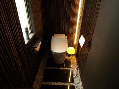 トイレ(和モダン) (古民家再生の家)
