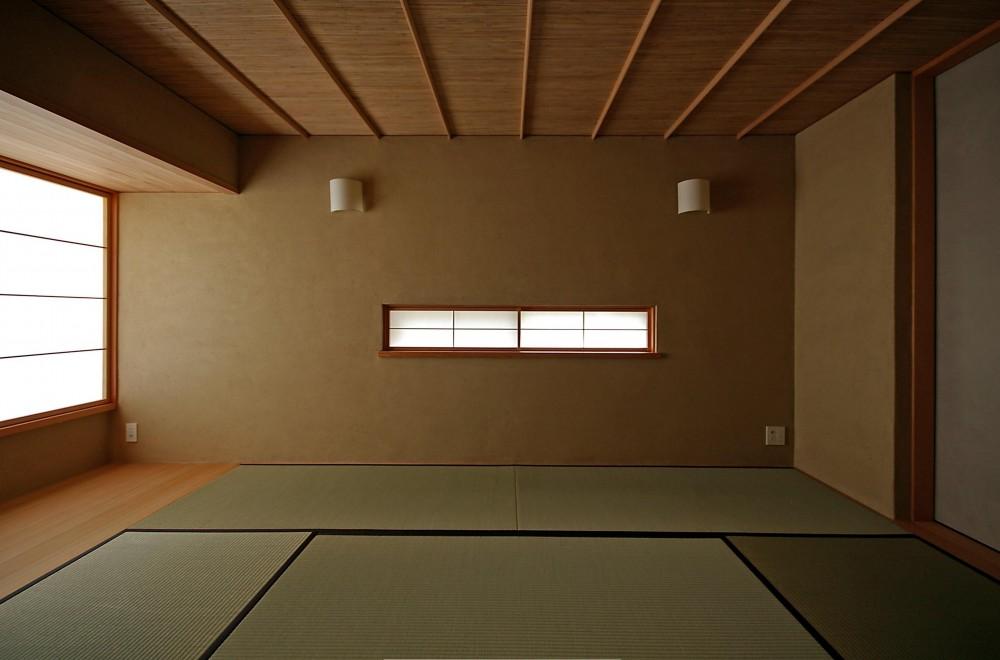 高台に建つ和モダン住宅 (格式ばらない和室)
