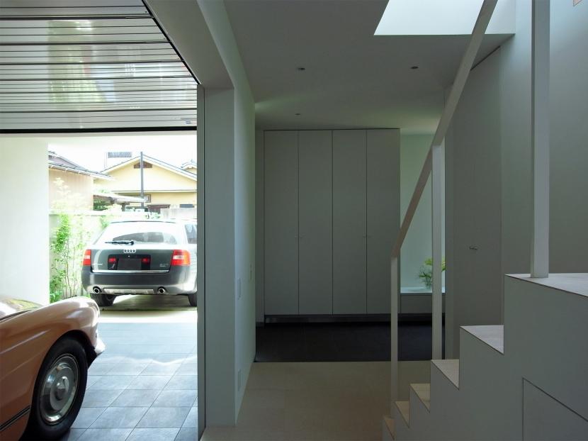 永福町の家の部屋 玄関・ガレージを見る