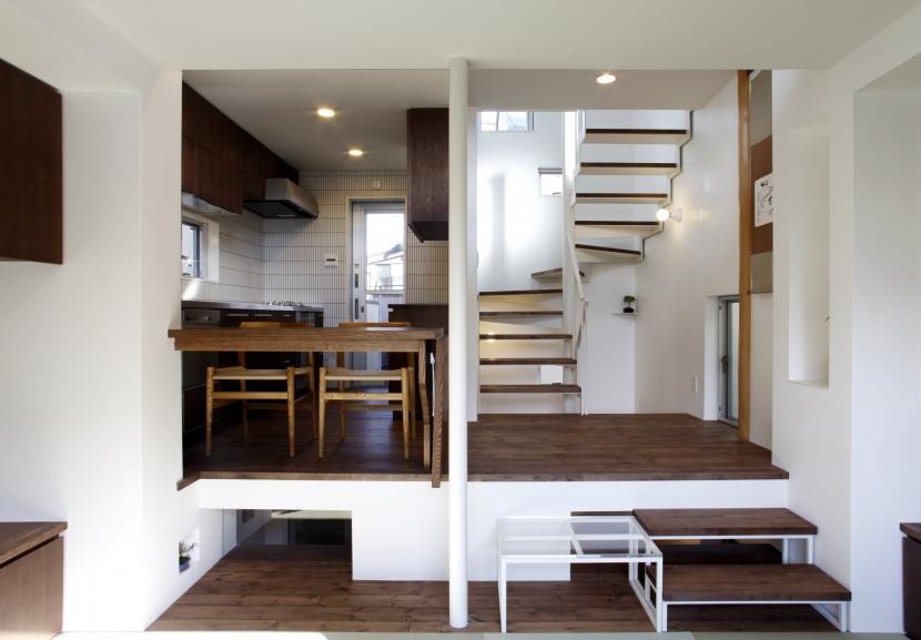 千駄木の家の部屋 2階ダイニング_スキップフロア