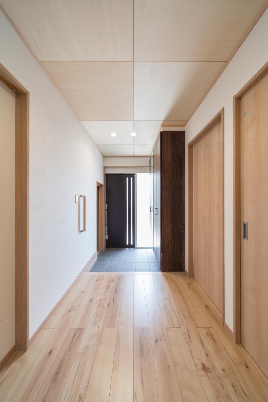 薪ストーブのある家(長期優良住宅) (玄関)