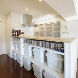 キッチン前を収納スペースに