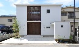 春江町の家(中庭のある二世帯住宅) (外観)