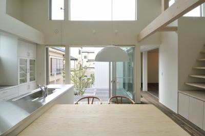 2階リビング (春江町の家(中庭のある二世帯住宅))
