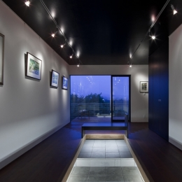 少し広めに作ったエントランスホール兼ギャラリー (対岳荘)