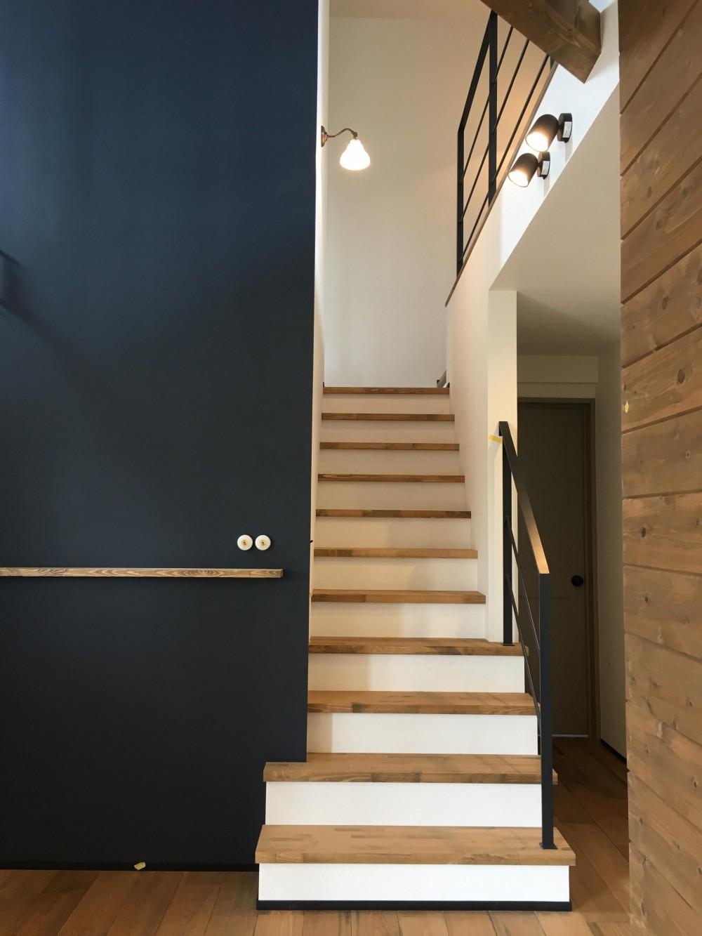 CASAXLABO戸建てリノベーション 札幌市K邸 (階段)