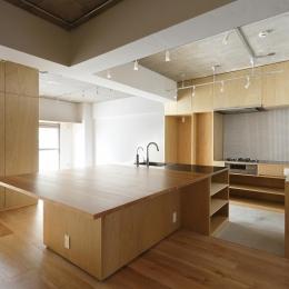 猿江の住宅 (ダイニングテーブル付きのアイランドキッチン)