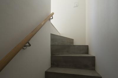 コンクリートの階段 (にしはらのながや)