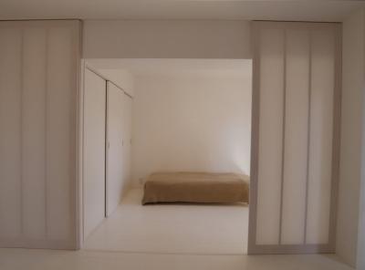 開け放つことによりLDKと一体的に使える寝室 (801号室)