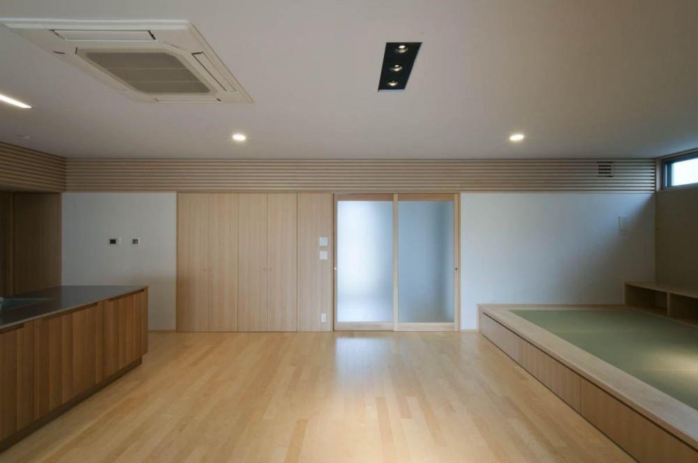 神田の家|自動車修理工場 併用 住宅 (リビング)