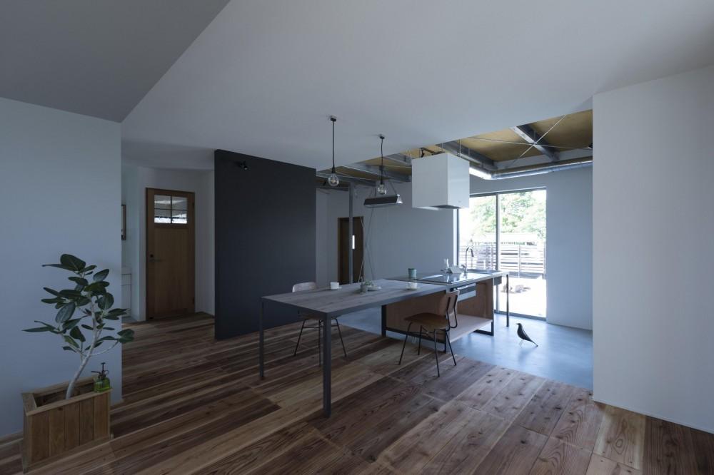キッチンをLDKの中心に家族が繋がる家(野洲の家リノベーション) (リビング)