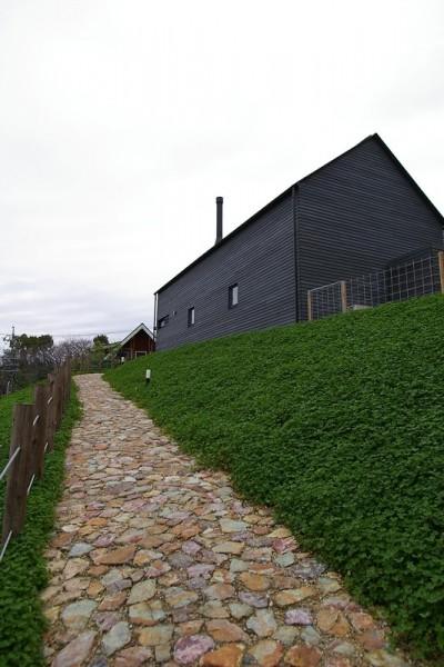 石畳のアプローチ (House H)