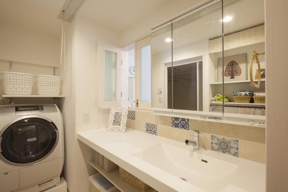 築古マンションを自分色に塗り替えた40代ご夫婦 (洗面室)