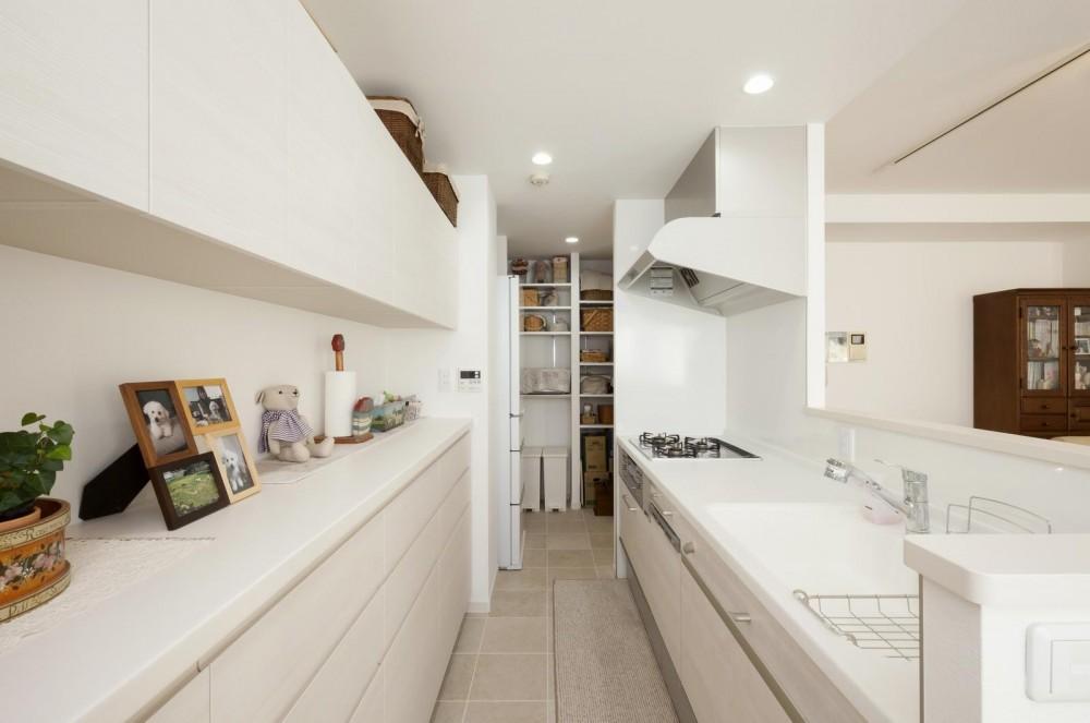 お子様の独立と単身赴任終了で住まいを「自分達の暮らしを楽しむ空間」へ (キッチン)